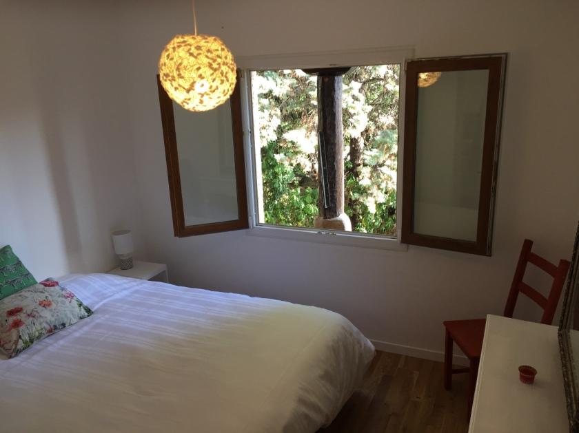 Double bedroom with view of garden
